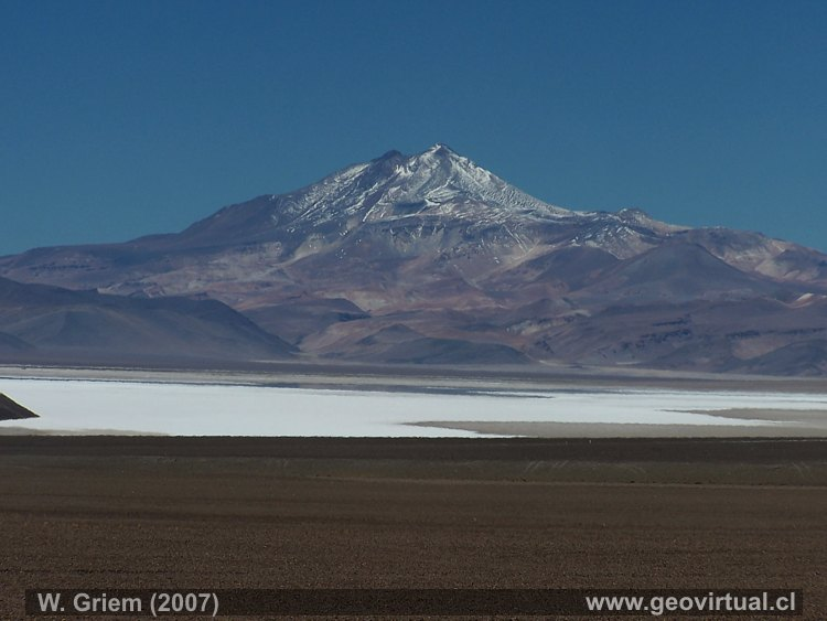 Desierto Atacama - Salar de Maricunga y el volcn Copiap
